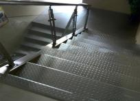 不锈钢防滑楼梯